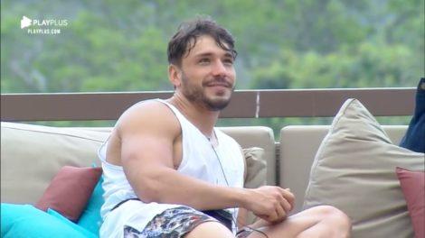 Lucas Viana, em A Fazenda 11, deixou a parte íntima exposta (Foto: Reprodução)
