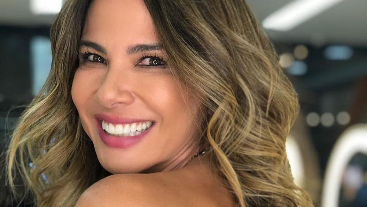 A famosa apresentadora do Superpop da RedeTV!, Luciana Gimenez é flagrada na casa de Sabrina Sato da Record (Foto: Divulgação)