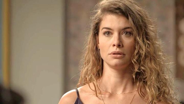 Alinne Moraes em cena de Espelho da Vida, novela que foi um fracasso na faixa das 18h da Globo. (Foto: Divulgação)