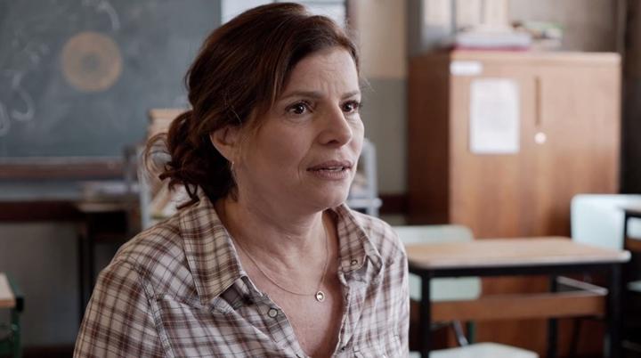 Débora Bloch em cena de Segunda Chamada, da Globo. (Foto: Divulgação)