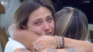 Tati Dias cai no choro com possível eliminação (Foto: Reprodução)