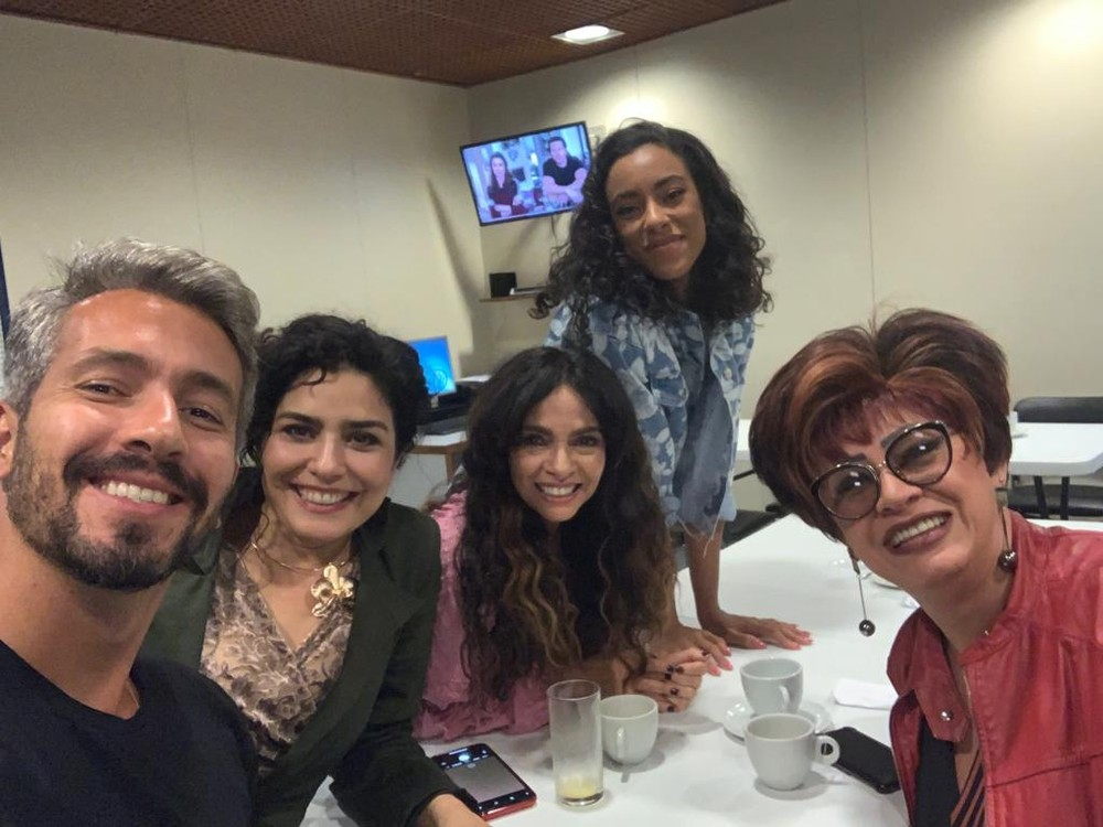 Danilo Vieira, Leticia Sabatella, Claudia Ohana, Yara Charry e Nany People nos bastidores do 'PopStar' — (Foto: Gshow)