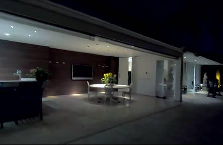 A parte externa da mansão de Hebe Camargo Foto: reprodução de vídeo