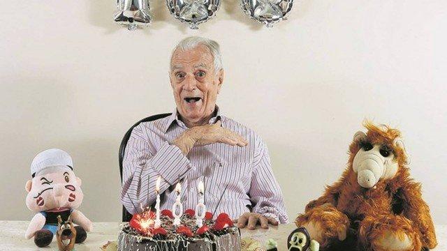 Orlando Drummond na sua festa de aniversário de 100 anos imitou o Seu Peru (Foto: Fábio Rossi)