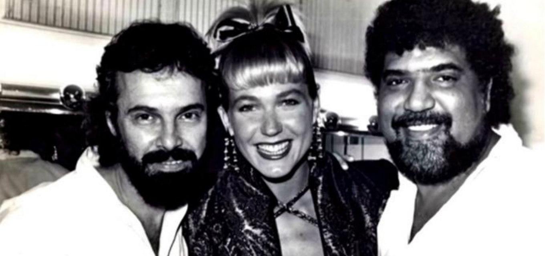 Xuxa ao lado de Paulo Massadas (à esq.) e Michael Sullivan; os dois lhe ensinaram a cantar. Foto: Reprodução/Notícias da TV