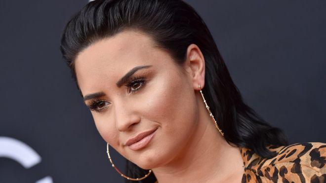 Demi Lovato concede entrevista e desabafa sobre aceitação de seu corpo (Foto: Reprodução)