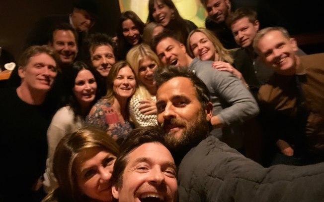 Jennifer Aniston tem recaída e passa o Dia de Ação de Graças com o ex-marido Justin Theroux (Foto: Reprodução)