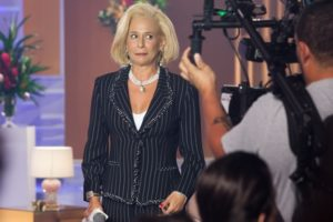 Andrea Beltrão como Hebe Camargo em cena da minissérie Hebe (Foto: Globo/Marcos Rosa)