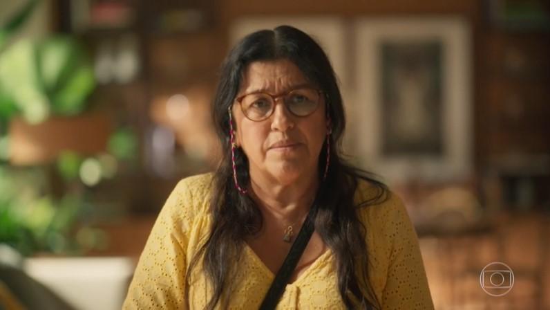 Regina Casé (Lurdes) em cena de Amor de Mãe, que teve maior audiência de estreia das nove em seis anos (Foto: Reprodução/Globo)