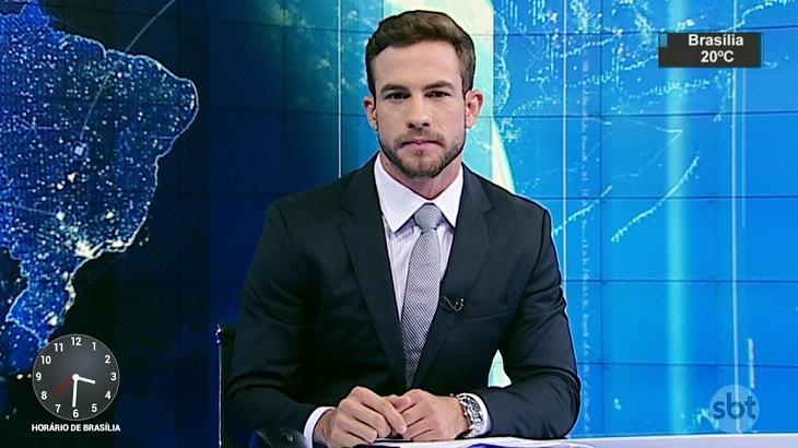 Daniel Adjuto na bancada do SBT Brasil (foto: Reprodução/SBT)