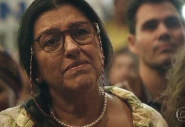 Regina Casé interpreta Lurdes em Amor de Mãe, novela das nove da Globo (Foto: Reprodução/Globo)