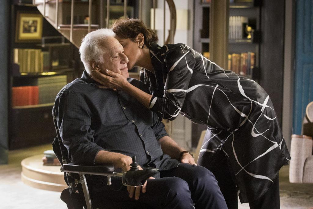 Vera beija Alberto em cena de Bom Sucesso