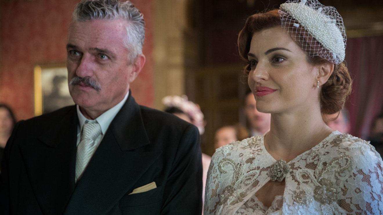 Casamento Assad (Werner Schünemann) e Karine (Mayana Neiva) em cena de Éramos Seis