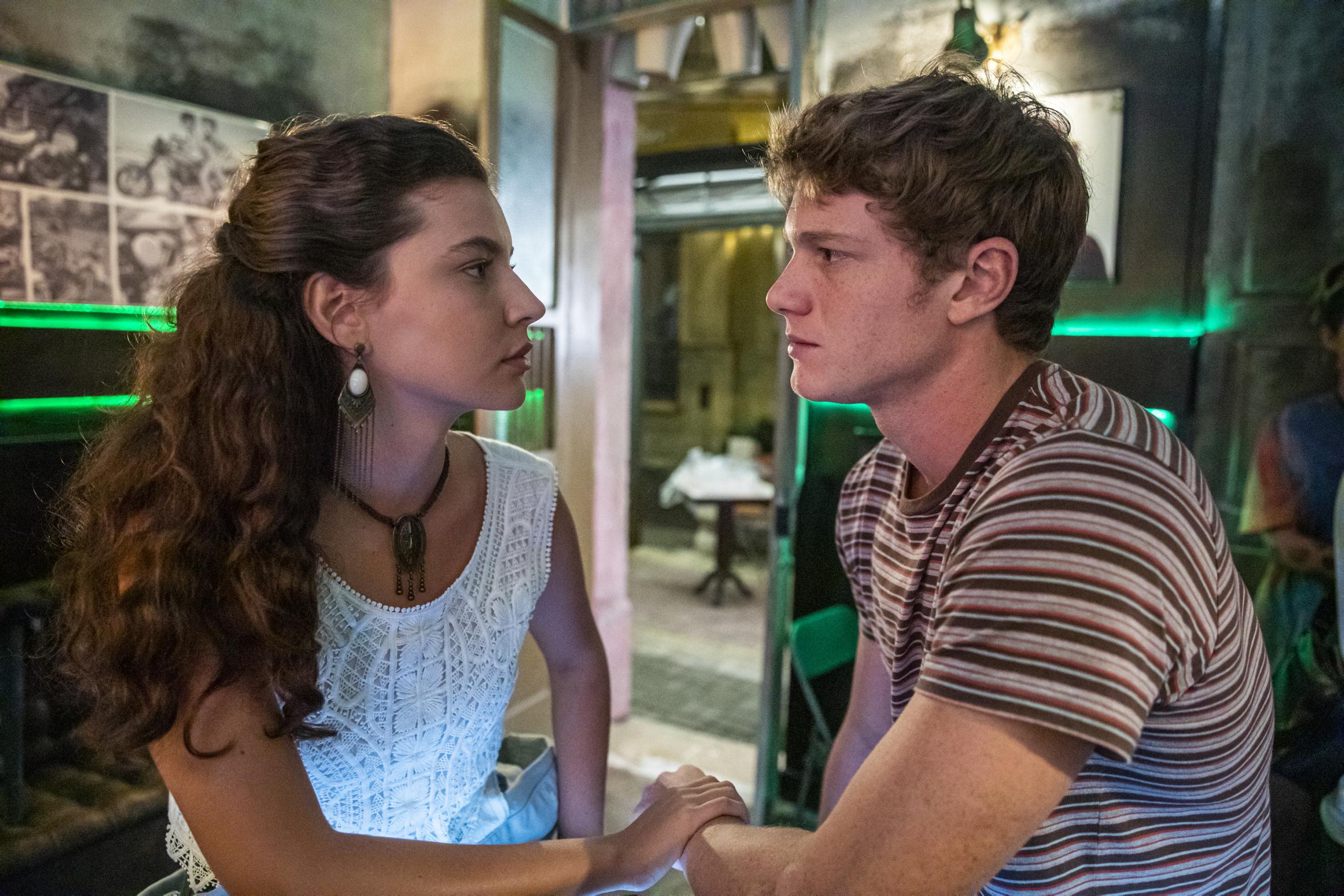 Rita (Alanis Guillen) e Filipe (Pedro Novaes) em Malhação: Toda Forma de Amar; novela terá final narrado (Foto: Globo/Paulo Belote)