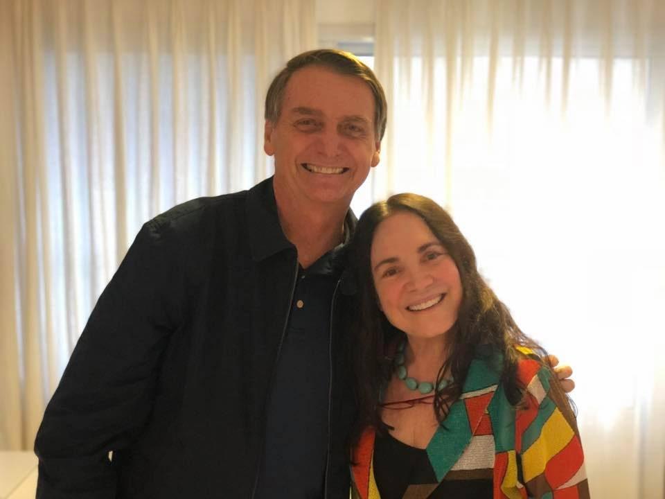 A atriz Regina Duarte ao lado do presidente Jair Bolsonaro (Foto: Reprodução)