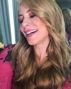 Paolla Oliveira fica loira para campanha publicitária envolvendo Vivi Guedes em A Dona do Pedaço na Globo (Reprodução: Instagram)