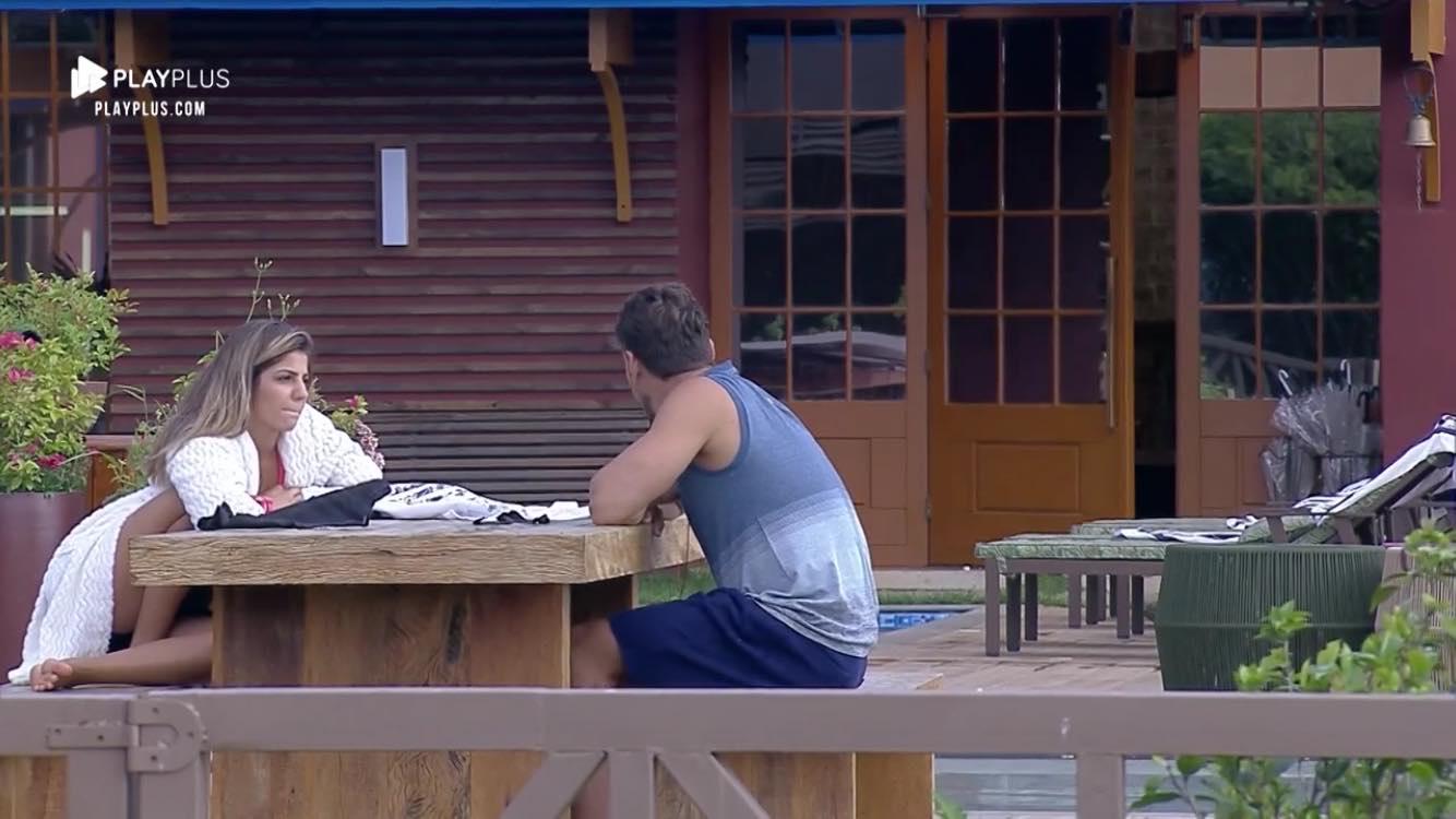 Hariany Almeida recusa beijo de Lucas Viana em A Fazenda (Reprodução: PlayPlus)