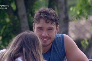 Lucas Viana durante conversa com Hariany Almeida em A Fazenda (Reprodução: PlayPlus)