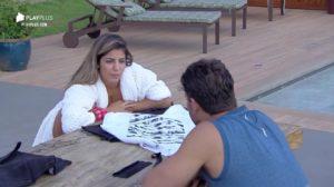 Hariany e Lucas Viana tretam após peoa recusar beijo do modelo em A Fazenda (Reprodução: PlayPlus)