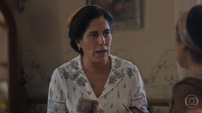 Gloria Pires (Lola) em cena da 2ª fase de Éramos Seis, que iniciou em baixa na audiência (Foto: Reprodução/Globo)