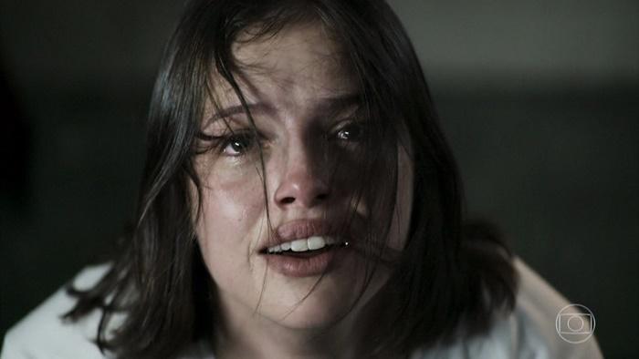 Josiane (Agatha Moreira) terá farsa desmascarada no final de A Dona do Pedaço e terminará novela como bandida (Foto: Reprodução/Globo)