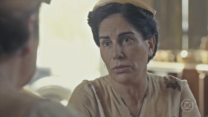 Gloria Pires (Lola) em cena de Éramos Seis, que tem audiência em queda (Foto: Reprodução/Globo)