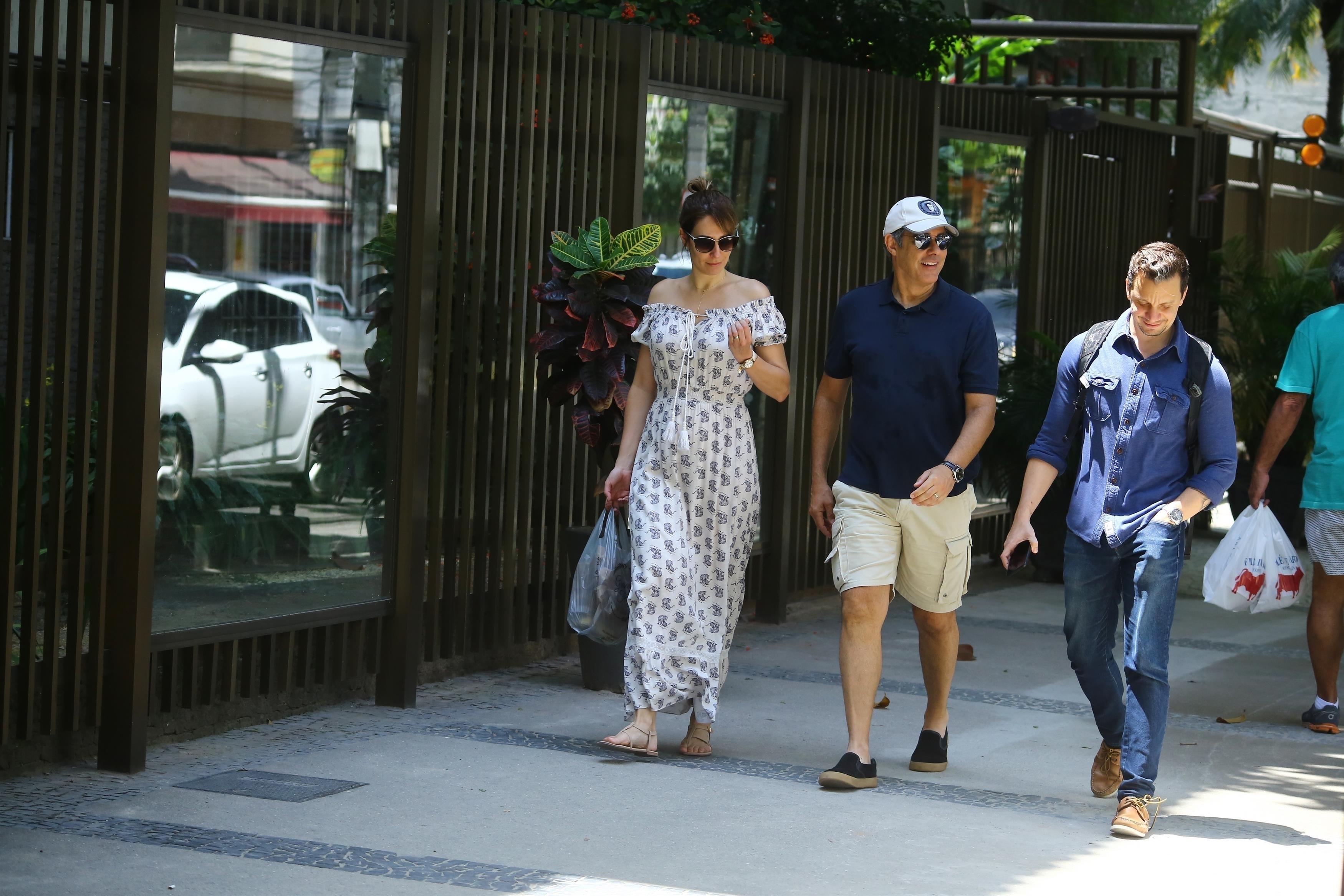 William Bonner e sua esposa Natasha Dantas tomam cafe em padaria e passeiam pela Zona Sul do Rio de Janeiro (Foto AgNews)