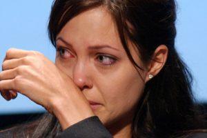 Angelina Jolie tem que tomar difícil decisão para salvar sua vida (Foto: Reprodução)