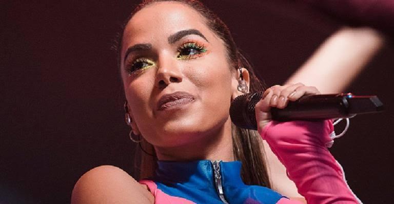 Anitta debochou do cantor da música Caneta Azul, Manoel Gomes (Foto: Reprodução)