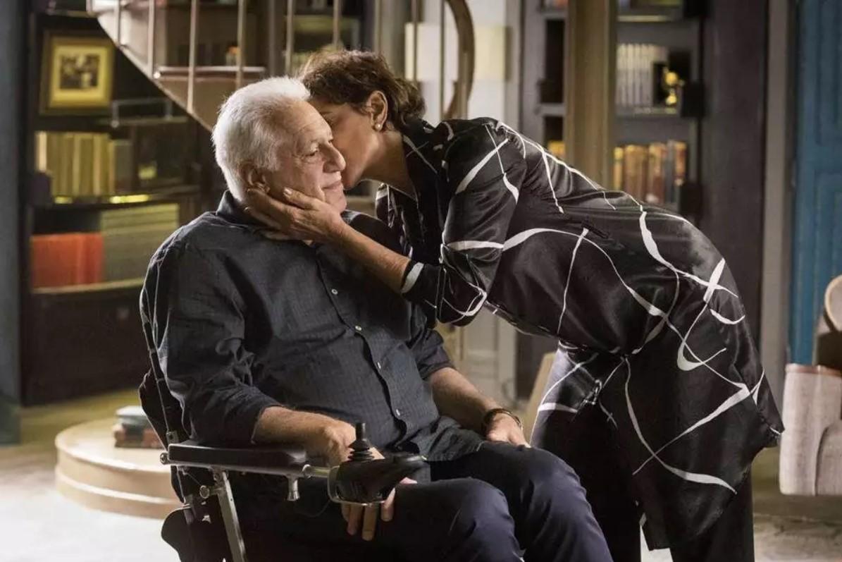 Alberto e Vera em cena da novela A Dona do Pedaço (Foto: Reprodução)
