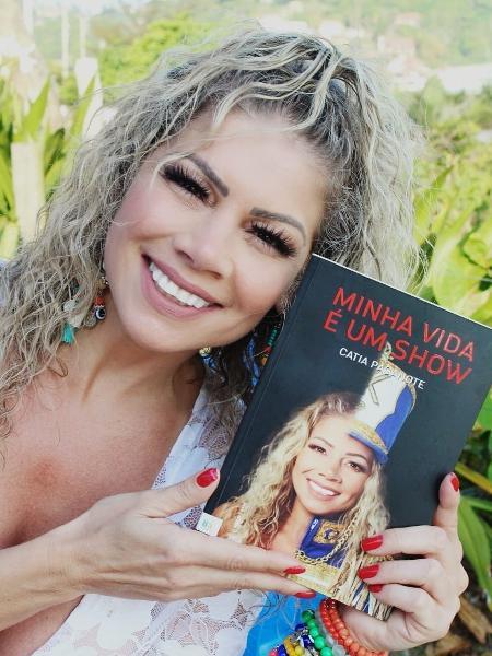 """Catia Paganote lança sua autobiografia """"Minha Vida é um Show"""" (Imagem: Leo Ornelas/CO Assessoria)"""