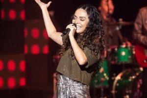 Claudia Ohana errou letra da música de Anitta em participação no reality Popstar (Foto: Reprodução/Globo)