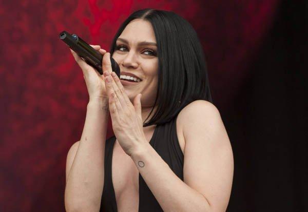Jessie J compartilha foto com pouca roupa e leva web à loucura (Foto: Reprodução)