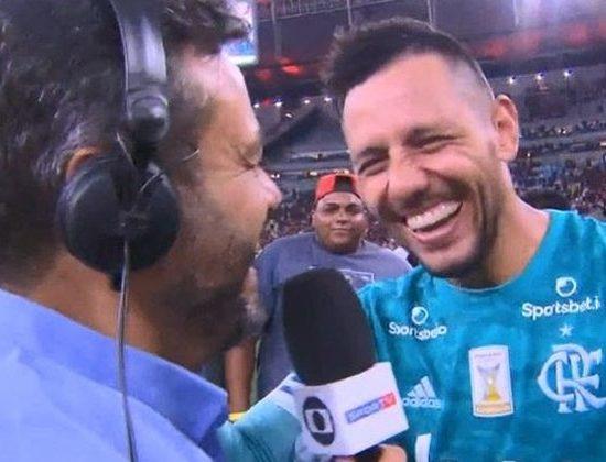 Eric Faria foi colocado em saia justa por goleiro ao vivo na TV (Foto: Reprodução/Premiere)