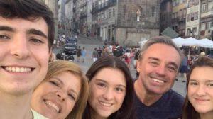 Família de Gugu Liberato sofre ao dar adeus para o o famoso apresentador da Record (Foto: Reprodução/Instagram)