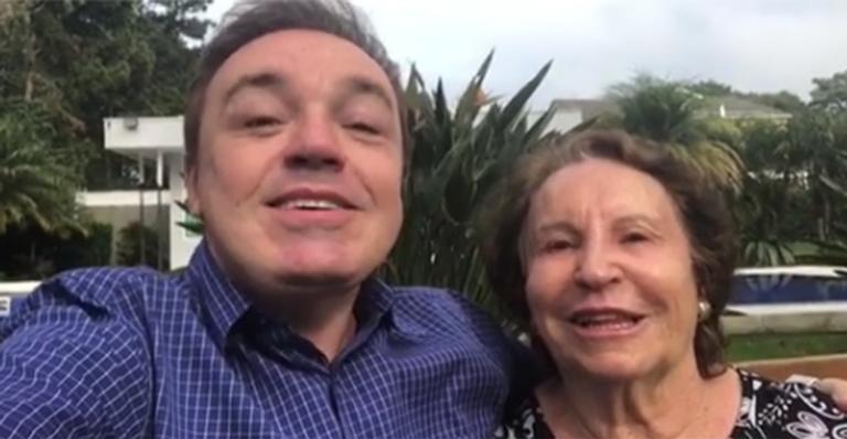 Gugu e a mãe Maria do Céu (Foto: Reprodução)