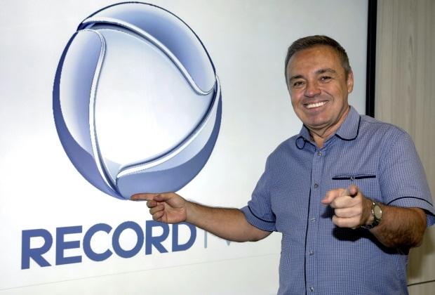 Gugu Liberato apresentava o programa Canta Comigo, na Record (Foto: Reprodução)