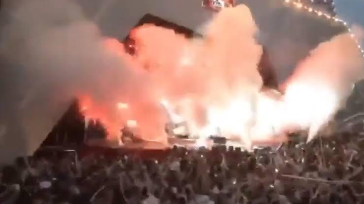 Sertanejo Gusttavo Lima encoberto por fumaça em show (Foto: Reprodução)