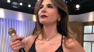 Luciana Gimenez nos bastidores de seu programa na RedeTV! (Reprodução: Internet)