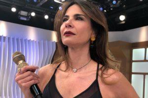 Luciana Gimenez é uma das apresentadoras mais famosas da RedeTV! (Reprodução: Internet)