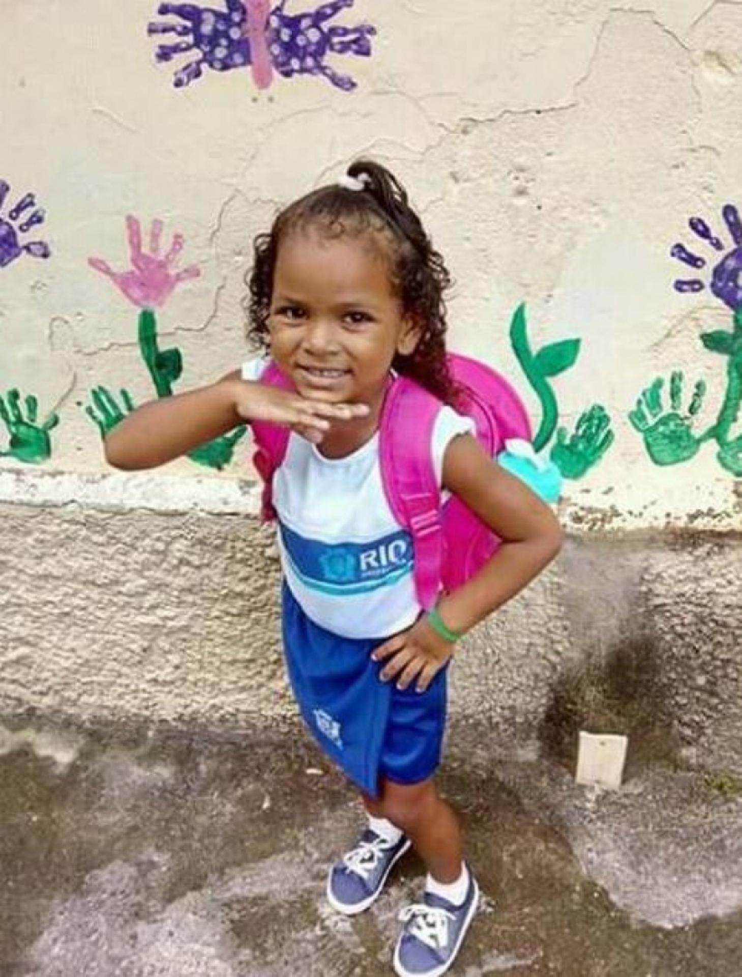 Pagodeiro ajuda família de Ketellen Umbelino de Oliveira Gomes, de 5 anos, morreu na madrugada desta quarta-feira no Hospital municipal Albert Schweitzer, em Realengo (Foto: Reprodução)