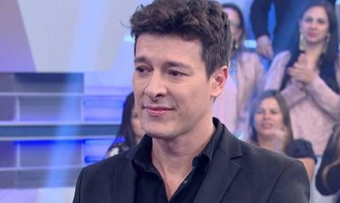 O famoso apresentador da Record, Rodrigo Faro agitou a internet ao compartilhar um clique sensual ao de sua esposa, Vera (Foto: Reprodução)