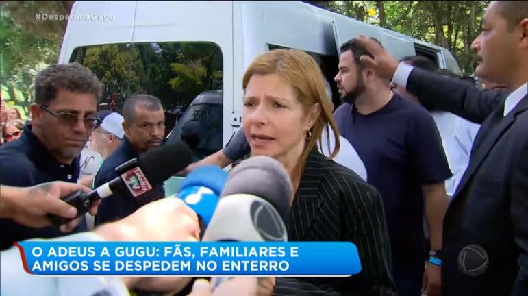 Rose Miriam, esposa de Gugu, dando entrevista a emissoras de TV (Foto: Reprodução/Record)