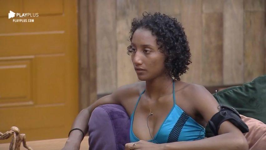 Sabrina de Paiva sofreu racismo em A Fazenda 11 por funcionário da equipe do reality (Reprodução: PlayPlus)