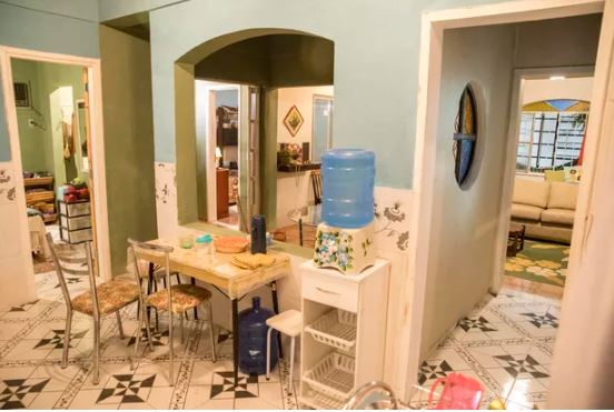 Um pouco mais da residência de Lurdes em Amor de Mãe Confira como é sala de Lurdes (Regina Casé) em Amor de Mãe da Globo Um pouco mais da casa de Thelma em Amor de Mãe (Foto: João Cotta/Globo)