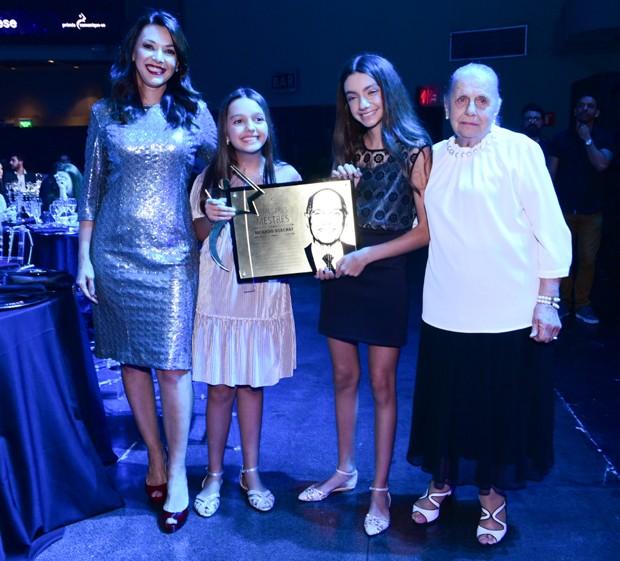 Veruska Boechat com as filhas, Catarina e Valentina, e dona Mercedes Boechat (Foto- Leo Franco:AgNews)
