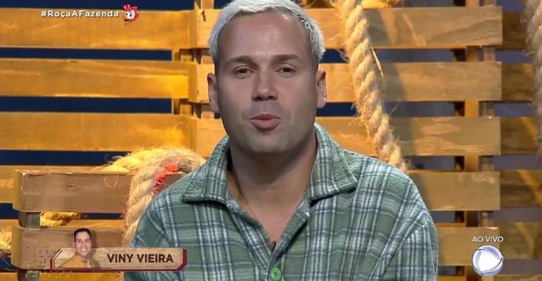 Viny Vieira que imita Gugu há anos é um dos confinados de A Fazenda (Foto: Reprodução/Record TV)