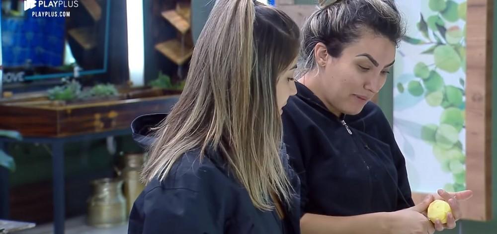 Thayse Teixeira, mesmo sendo chamada de nojenta, critica Sabrina por falta de higiene em A Fazenda 11 (Foto: Reprodução)