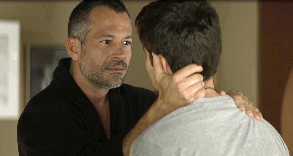 Malvino Salvador com Guilherme Leicam em cena de A Dona do Pedaço (Foto: Reprodução)