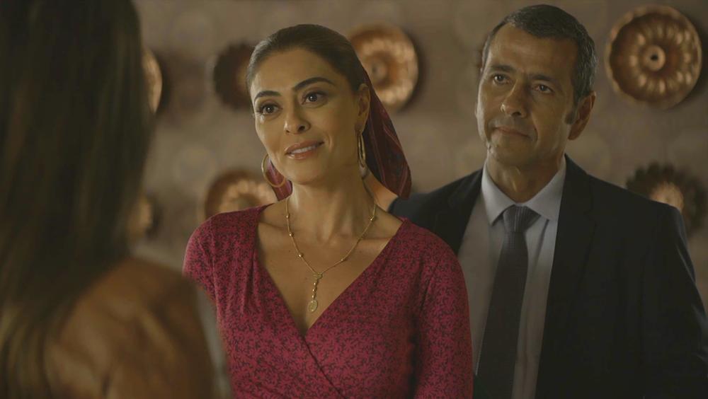 Amadeu e Maria da Paz expulsam Fabiana (Foto: Reprodução)